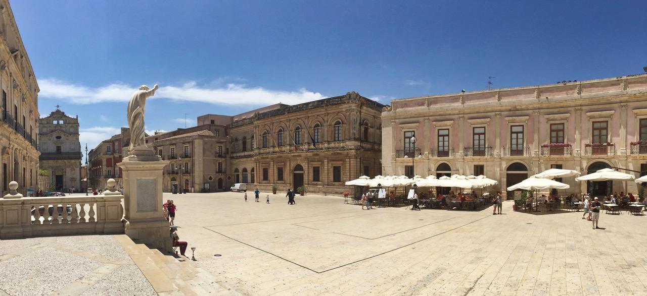 Piazza Duomo in Syracusa, Sicily