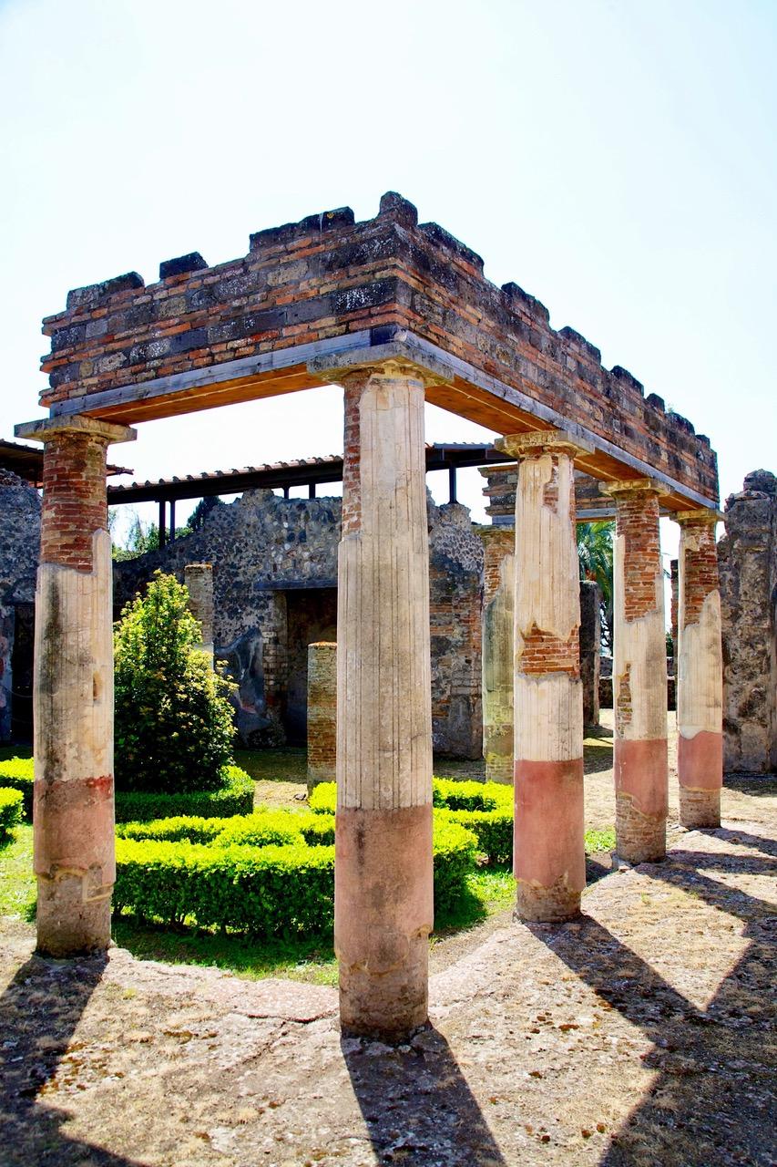 Colorful pillars in Pompeii