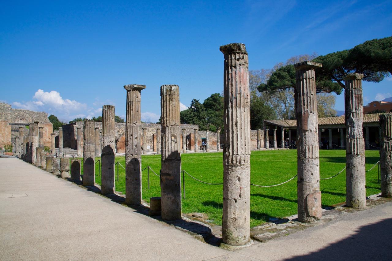 Pompeii pillars