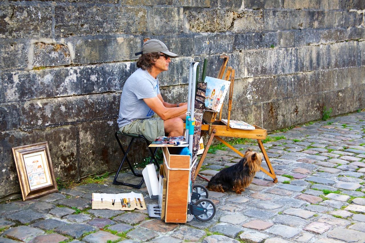 Sketch artist in Honfleur