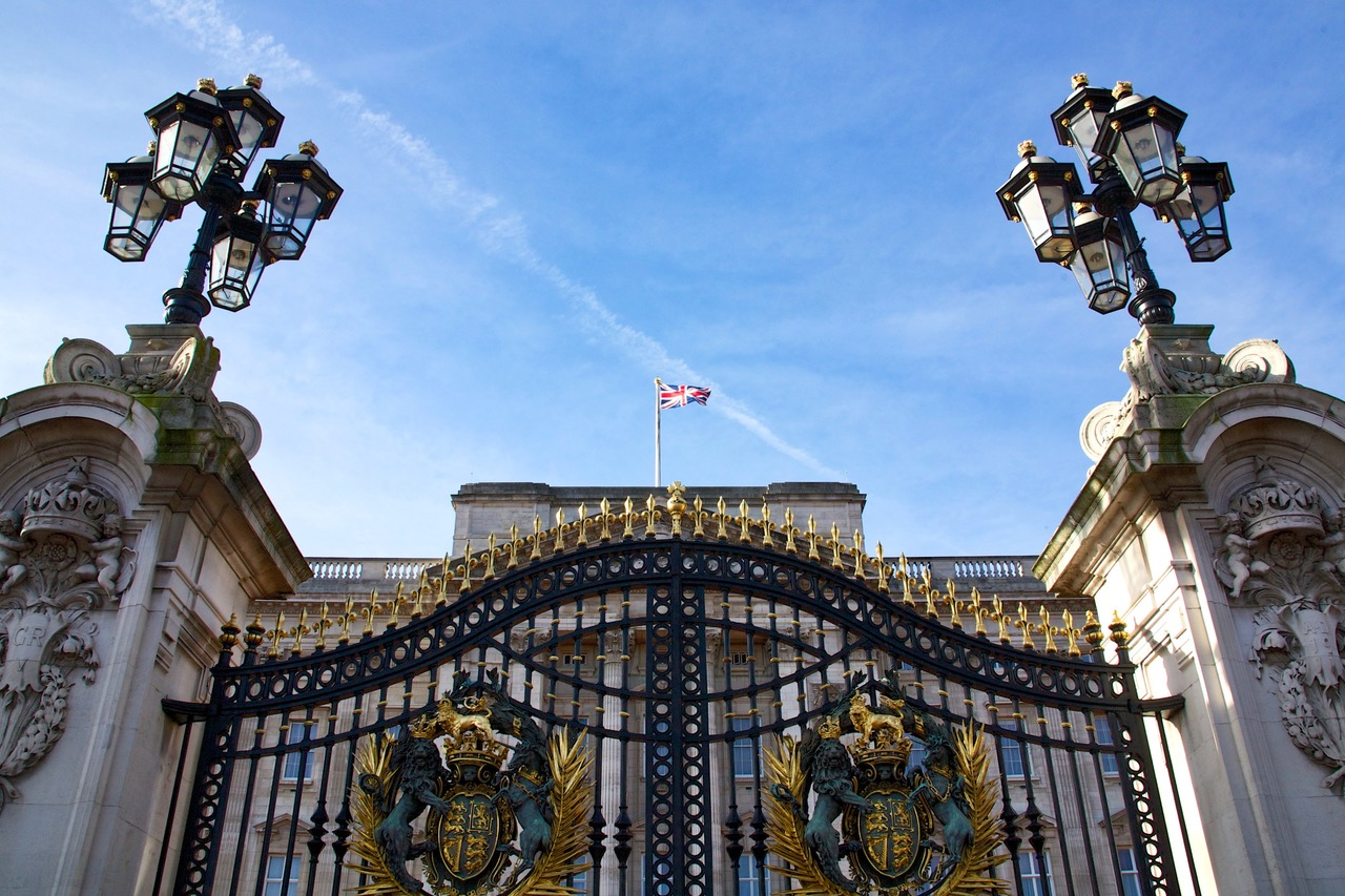 Buckingham Palace, Union flag indicating the Queen is not in the house