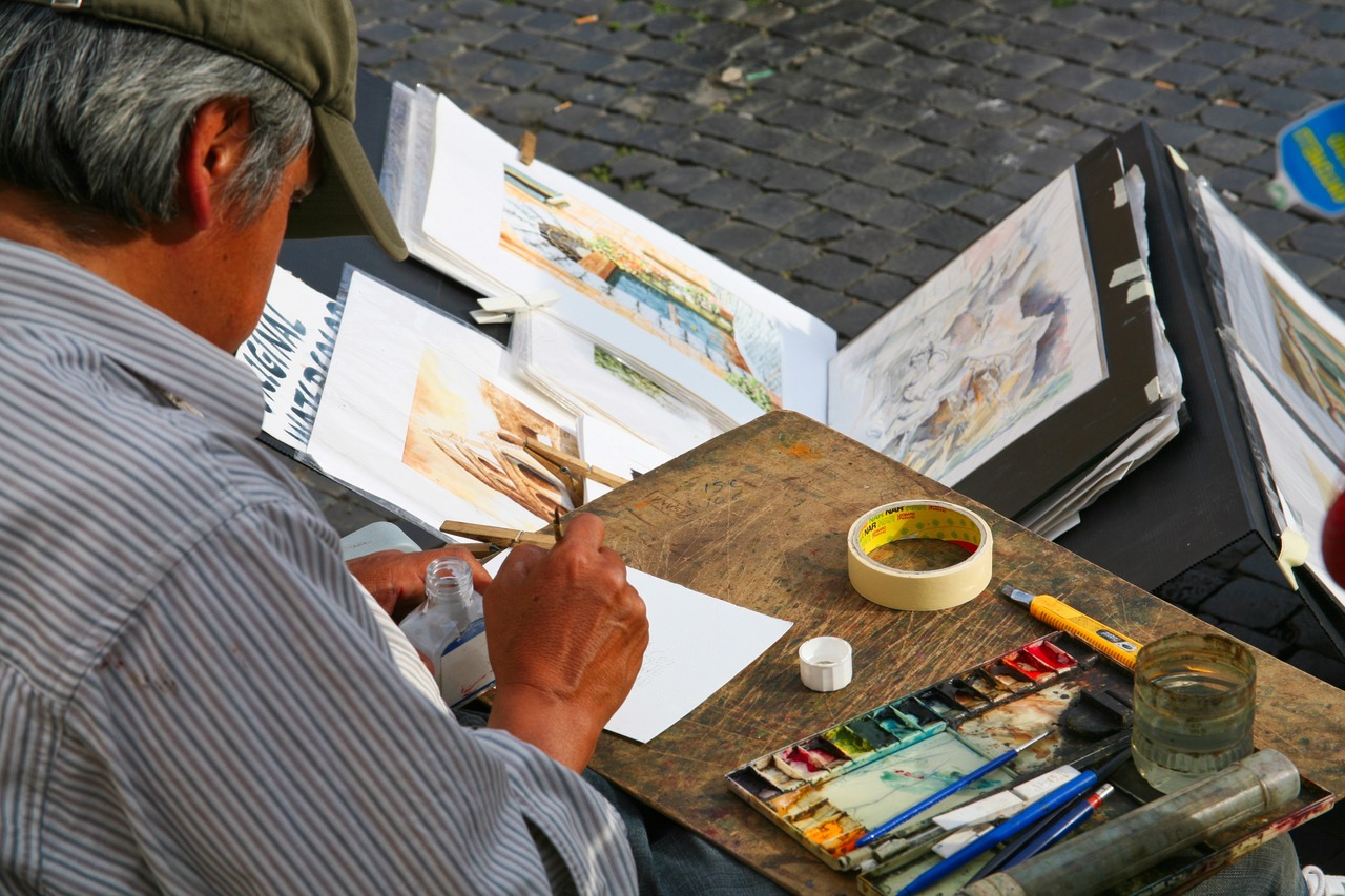 Sketching artist at Piazza Navona in Rome