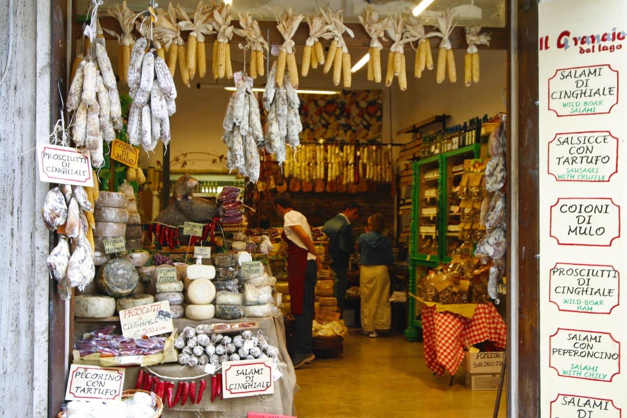 Italian food shop in Castiglione del Lago