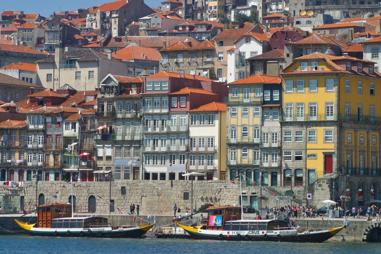 The colorful quays of Porto